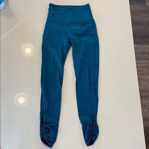 NWOT Beyond Yoga teal leggings